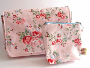 Oilcloth-Zipper-Pouch-Set